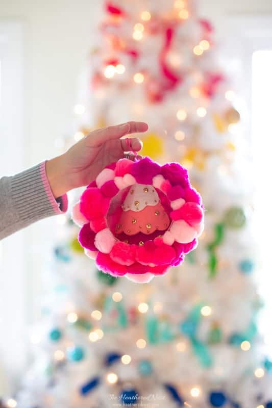 Quick & Easy DIY pom pom Christmas ornaments! Highlight a favorite ornament or Christmas trinket inside, and change it out anytime! Full tutorial for these pom pom decorations.