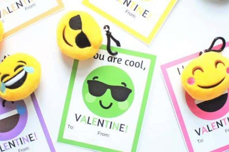 valentines day card ideas: emoji keychains with printables