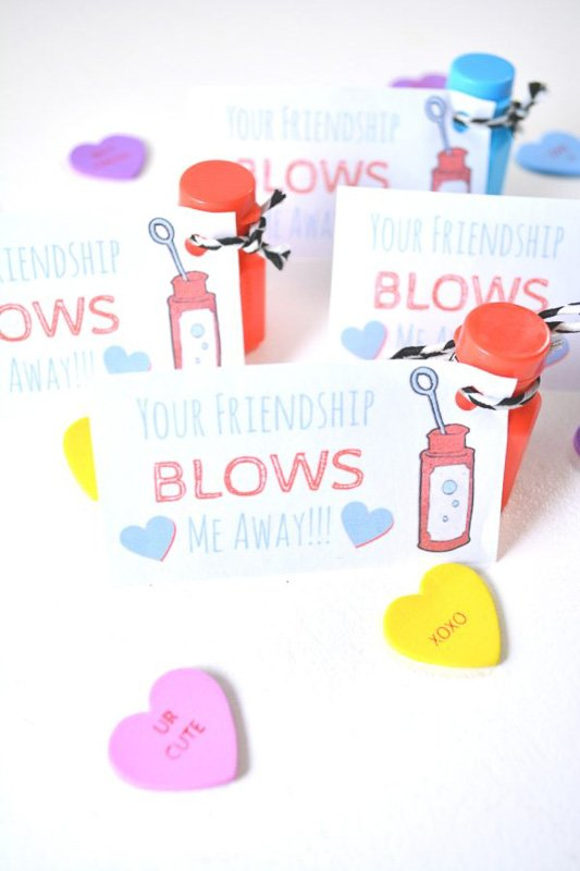 """valentines day card ideas: bubbles bottles with printable """"your friendship blows me away"""""""
