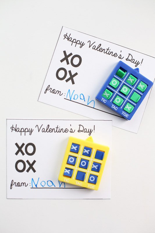 BEST *Non-Candy* Free Printable Valentines Day Card Ideas for Kids: tic-tac-toe game