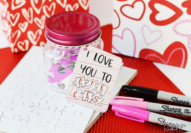 """BEST *Non-Candy* Free Printable Valentines Day Card Ideas for Kids: puzzle pieces in a little jar """"I love you to pieces"""""""