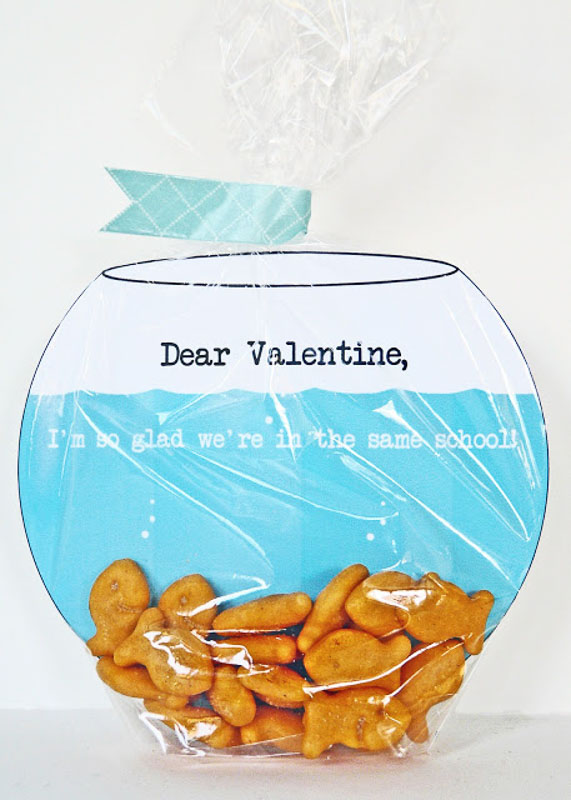 BEST *Non-Candy* Free Printable Valentines Day Card Ideas for Kids: goldfish bowl with goldfish crackers valentine