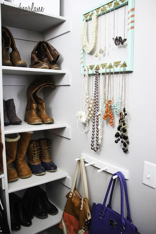 Closet Organization Tips: Make use of otherwise unusable space in creative way! Capture wall space for accessories with small hooks.