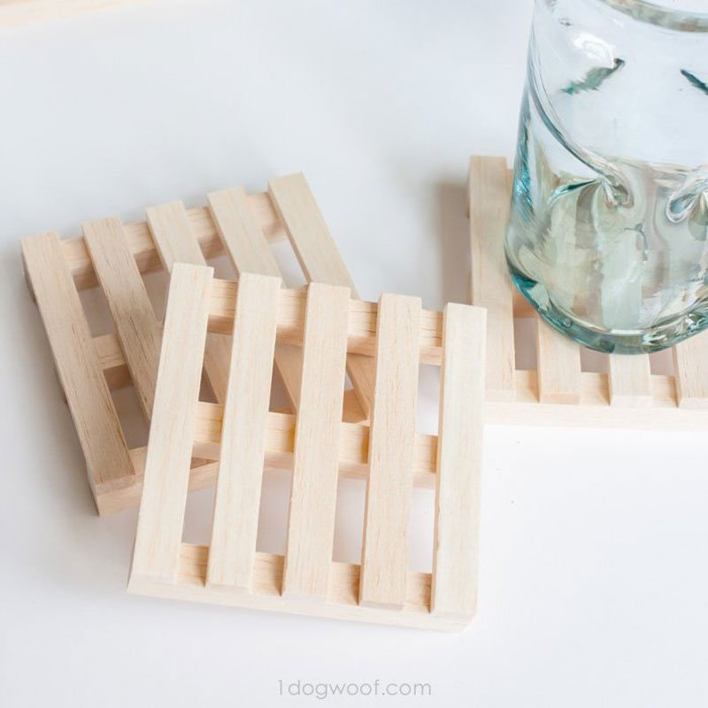 Wood pallet-inspired DIY wood coasters