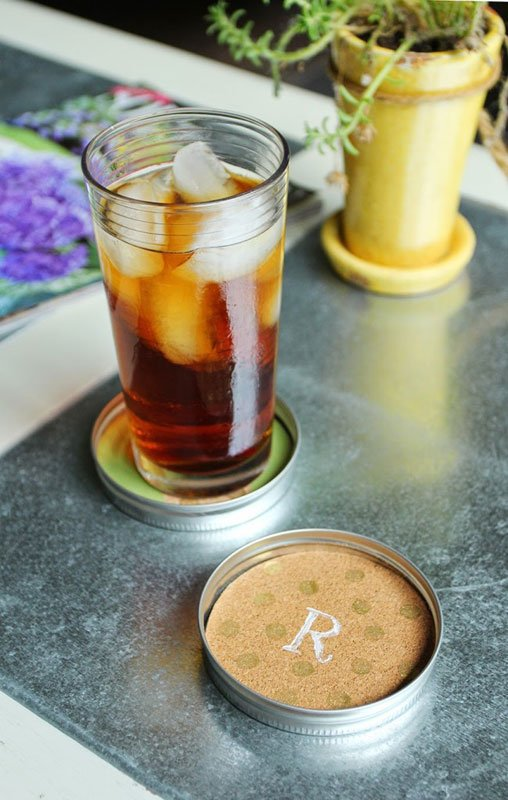 Farmhouse-chic cork and mason jar DIY coasters
