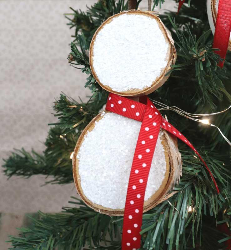 51 CUTEST Snowman Crafts | Wood Slice Snowman Craft Ornament