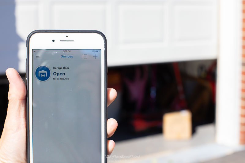 Display on iPhone/smartphone of the notification on the myQ App that your garage door is open