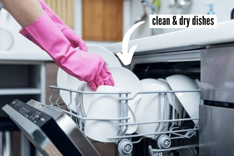 19 Things To Do At Home Before You Travel Checklist - make sure dishes are clean and dry