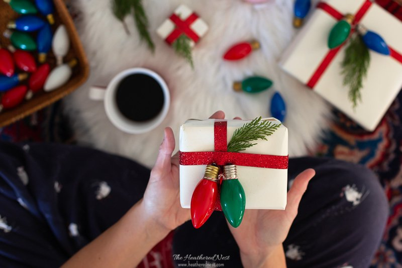 21 BRIGHT Ideas for Reusing Vintage Christmas Lights | Vintage Christmas Bulbs Repurposed As Eco-Friendly Christmas Gift Tags (or Gift Toppers)