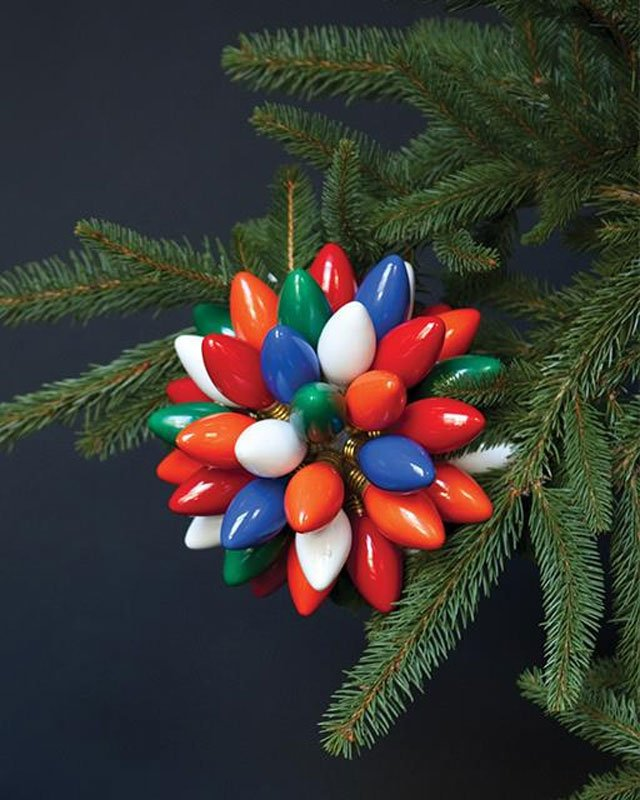 21 BRIGHT Ideas for Reusing Vintage Christmas Lights |