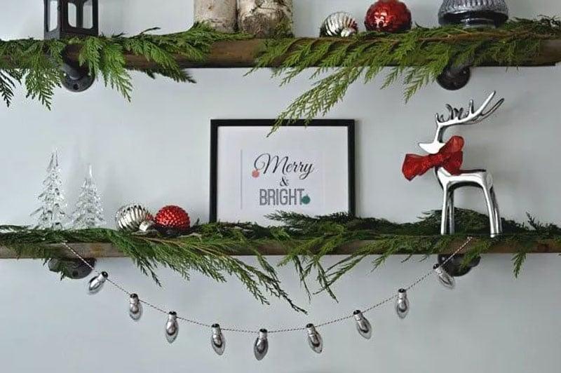 21 BRIGHT Ideas for Reusing Vintage Christmas Lights | DIY Sliver Garland