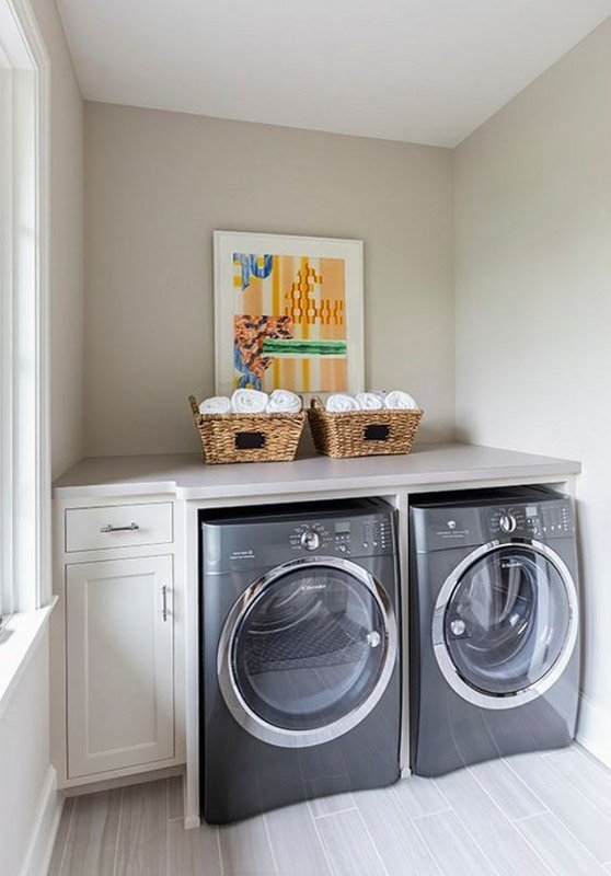 Benjamin Moore Collingwood Gray is pretty in this laundry room.