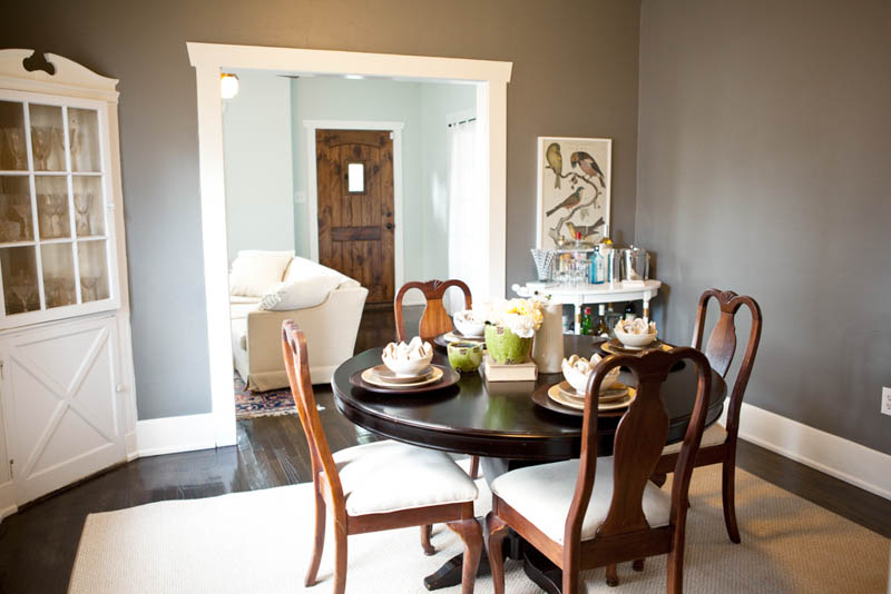 Cottage-chic dining room with Benjamin Moore Chelsea Gray wall paint, contrasting with white trim.
