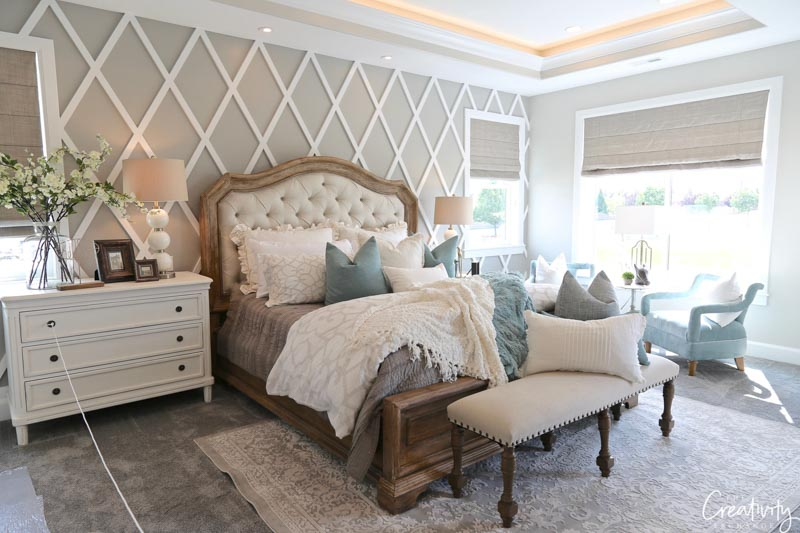 In this bedroom, Collingwood highlights the the white trellis pattern on the wall.