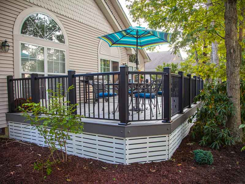 deck with horizontal lattice for storage