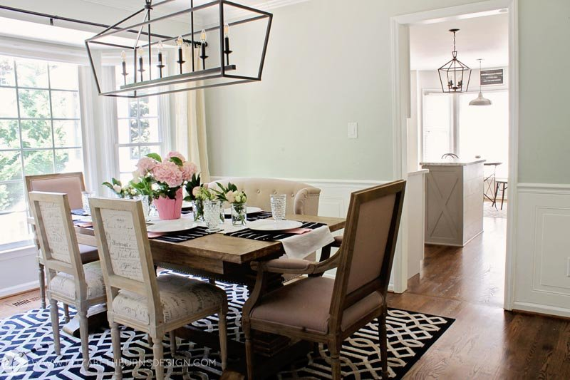 A silver strand dining space with a large decorated dining table.